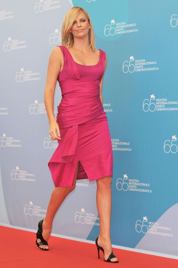 charlize_theron-the_burning_plain_photocall_during_the_65th_venice_film_festival