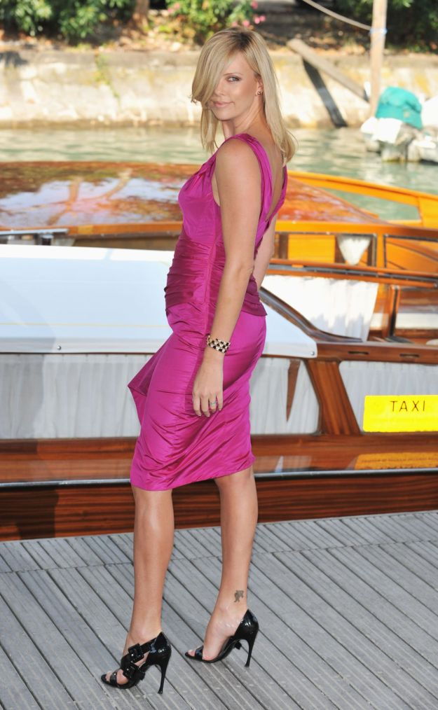 charlize_theron-the_burning_plain_photocall_during_the_65th_venice_film_festival1