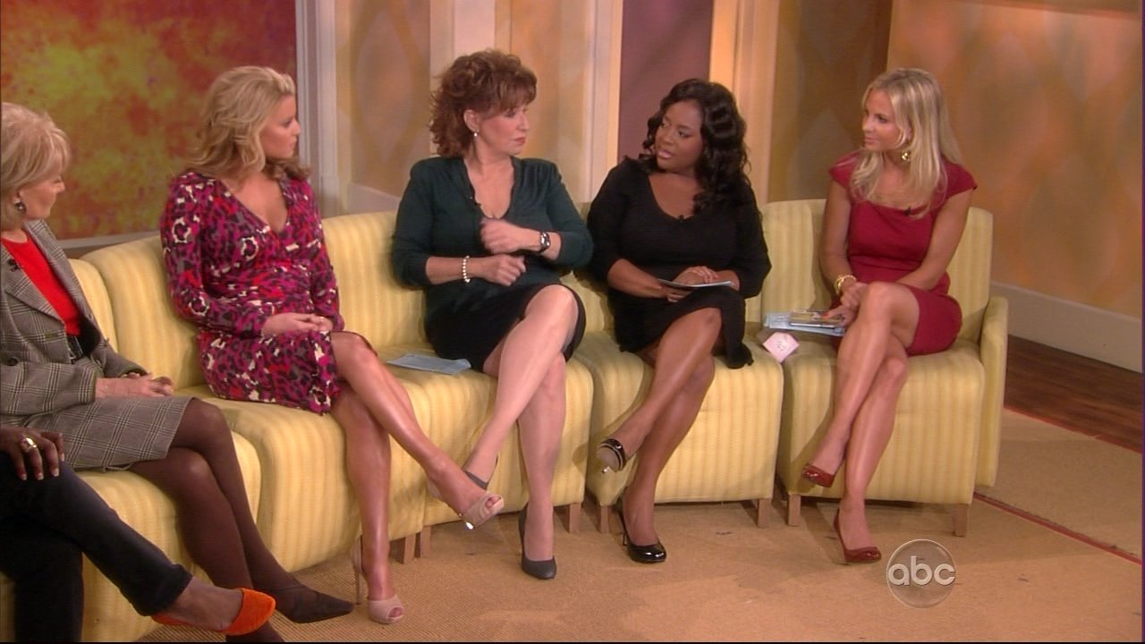 Elisabeth Hasselbeck High Leg Lift http://onlyinhighheels.wordpress.com/2008/09/12/elisabeth-hasselbeck-in-high-heels/
