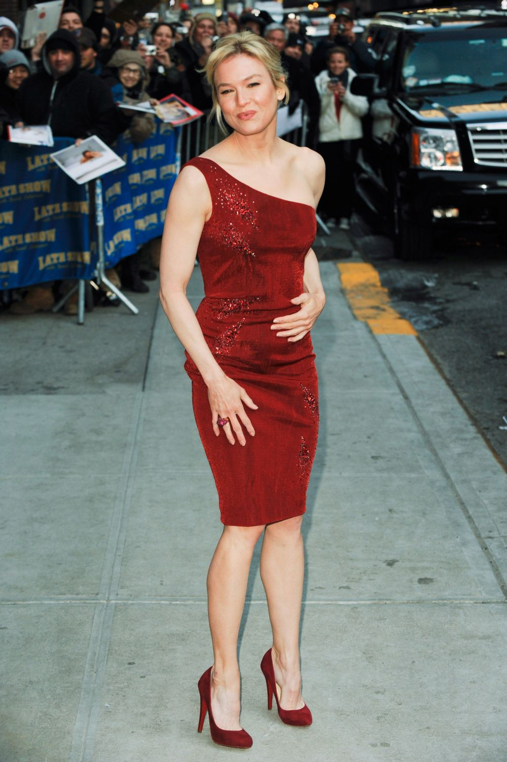 And Im Glad She Enjoys Showing Off Her Work By Wearing High Heels And Sexy Dresses Renee_zellweger Renee Zellweger