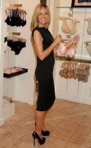 heidi-klum-black-high-heels