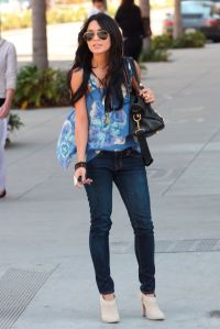 vanessa_hudgens_on_sunset_blvd02