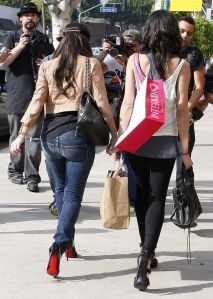 kim_kardashian_shopping_in_west_hollywood