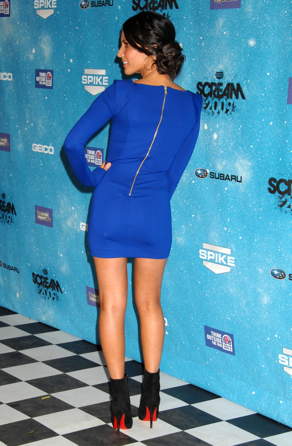 Olivia Munn Has Great Legs In A Tight Blue Dress And High Heel Ankle