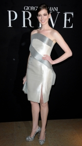 Anne_Hathaway_at_Giorgio_Armani_Prive_Fashion_Show_in_Paris_Fashion_Week_Haute_Couture
