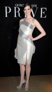 Anne_Hathaway_at_Giorgio_Armani_Prive_Fashion_Show_in_Paris_Fashion_Week_Haute_Couture