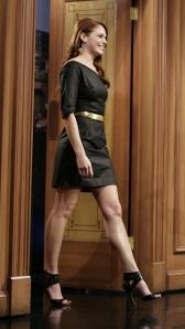 amanda righetti sexy legs in high heels