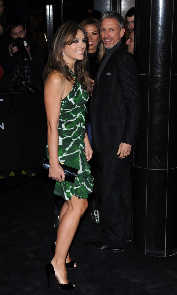 Elizabeth Hurley has gorgeous legs in high heels