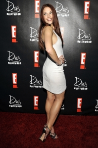 amanda righetti sexy legs in high heels in a short dress
