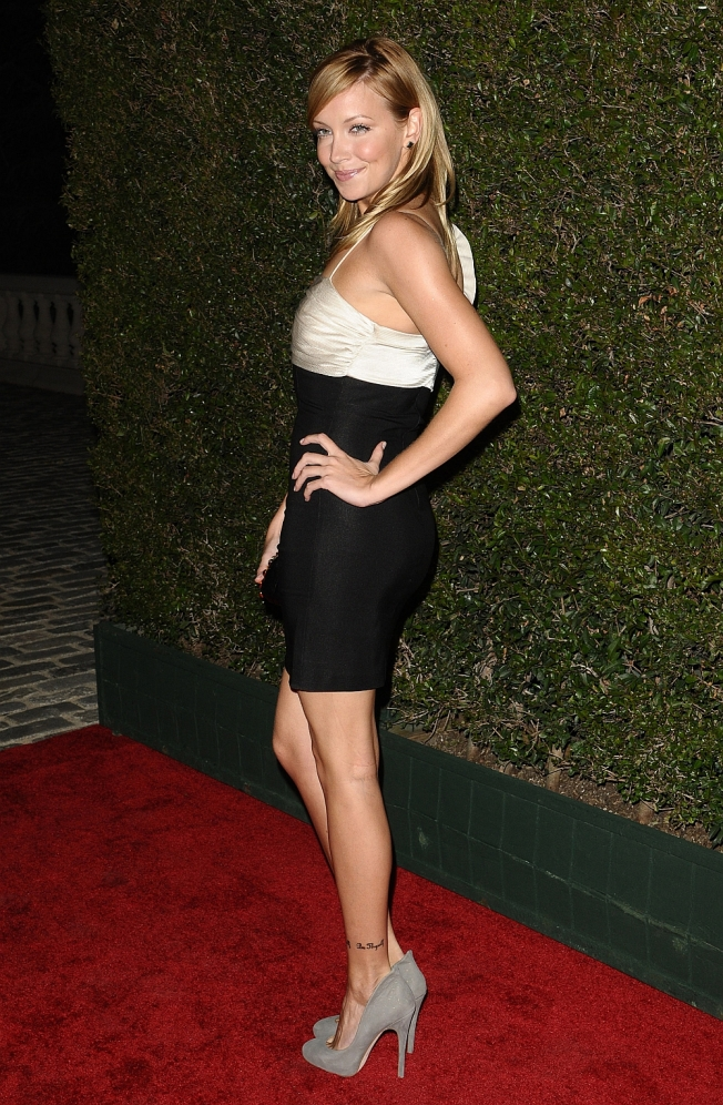 katie cassidy has sexy legs in high heels