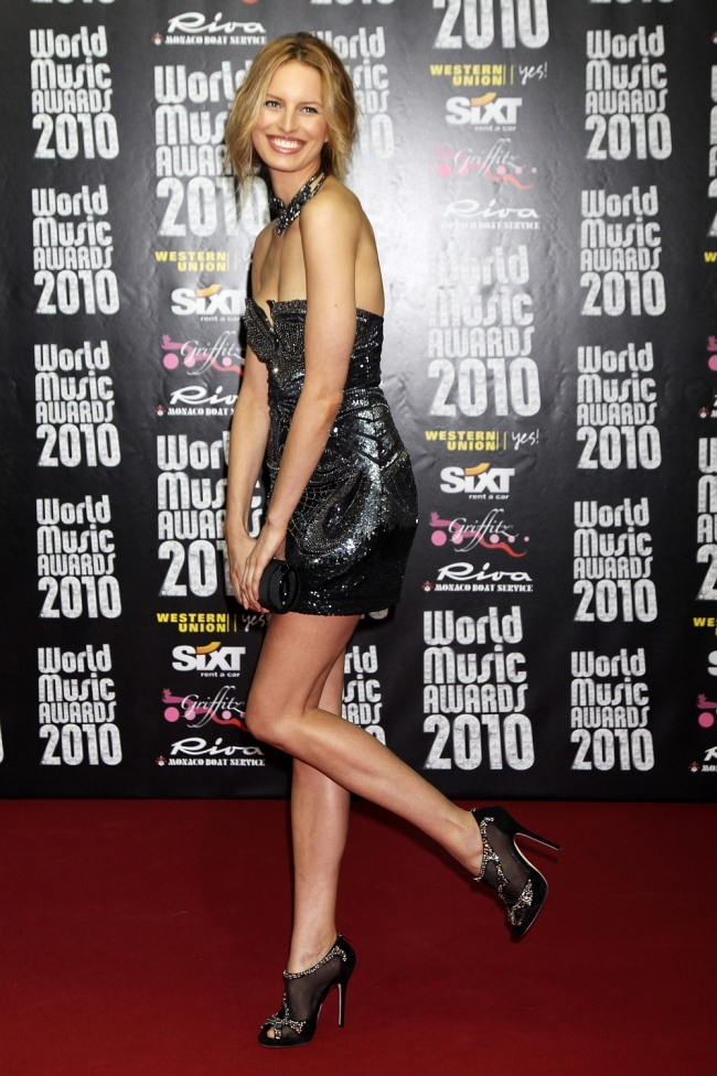 Karolina Kurkova World Music Awards has sexy legs in high heels