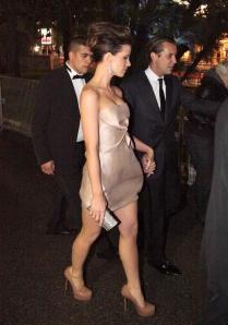 Kate Beckinsale has sexy legs in high heels