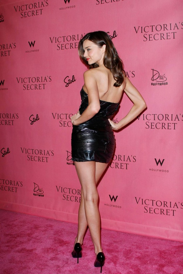 Miranda Kerr has sexy legs in high heels