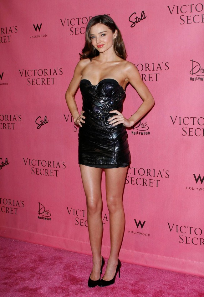 Miranda Kerr has sexy legs in high heels
