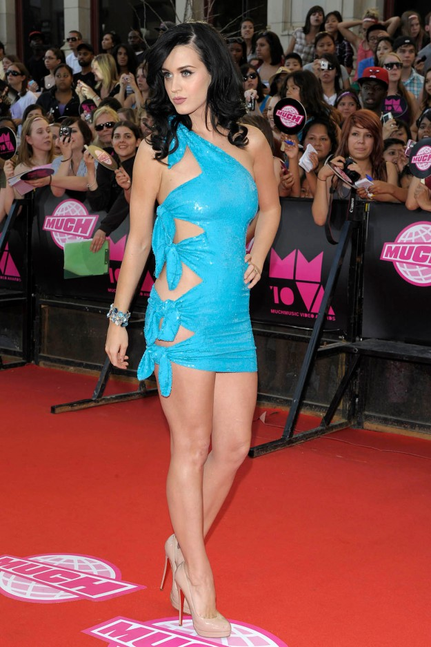 katy perry has gorgeous legs in high heels