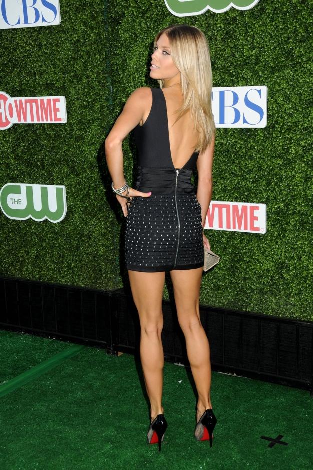 AnnaLynne McCord has sexy legs in high heels