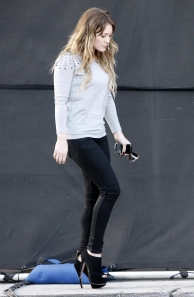 hilary duff heels and jeggings