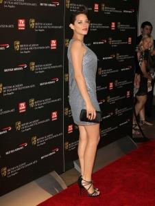 Marion Cottilard great legs in short dress and heels