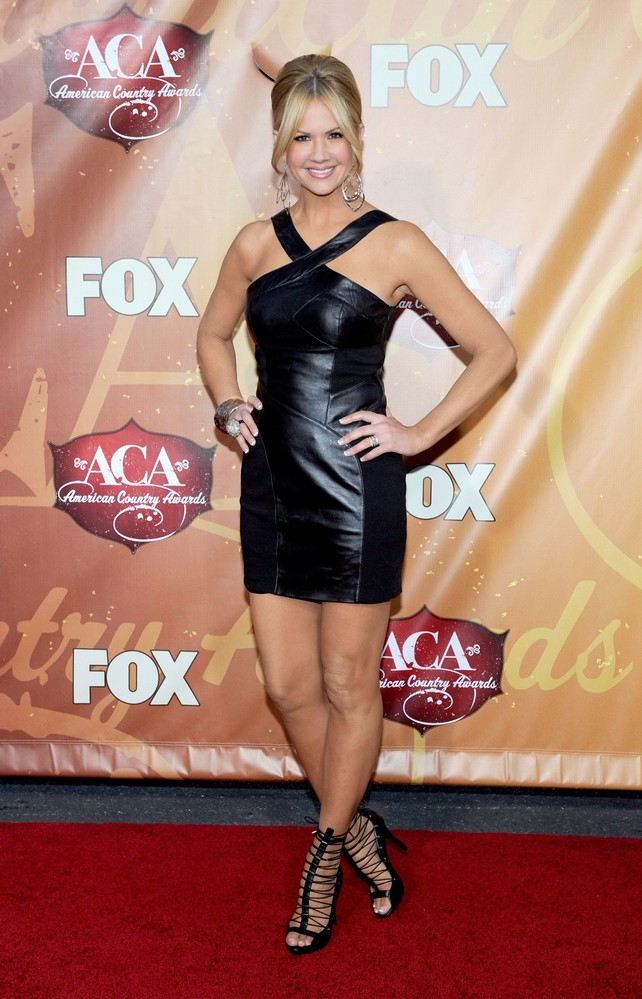 Nancy O'Dell sexy legs
