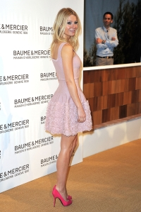 Gwyneth Paltrow Jewelry Fair hot legs in high heels