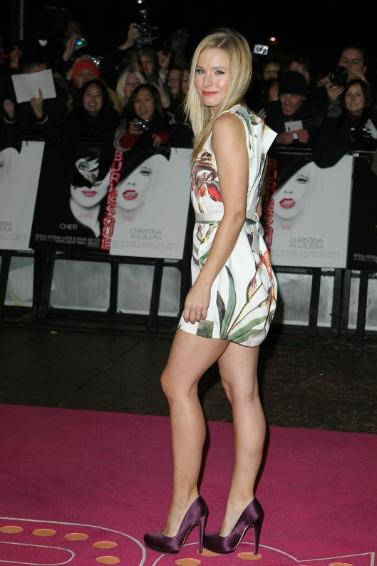 kristen bell hot legs in high heels on red carpet