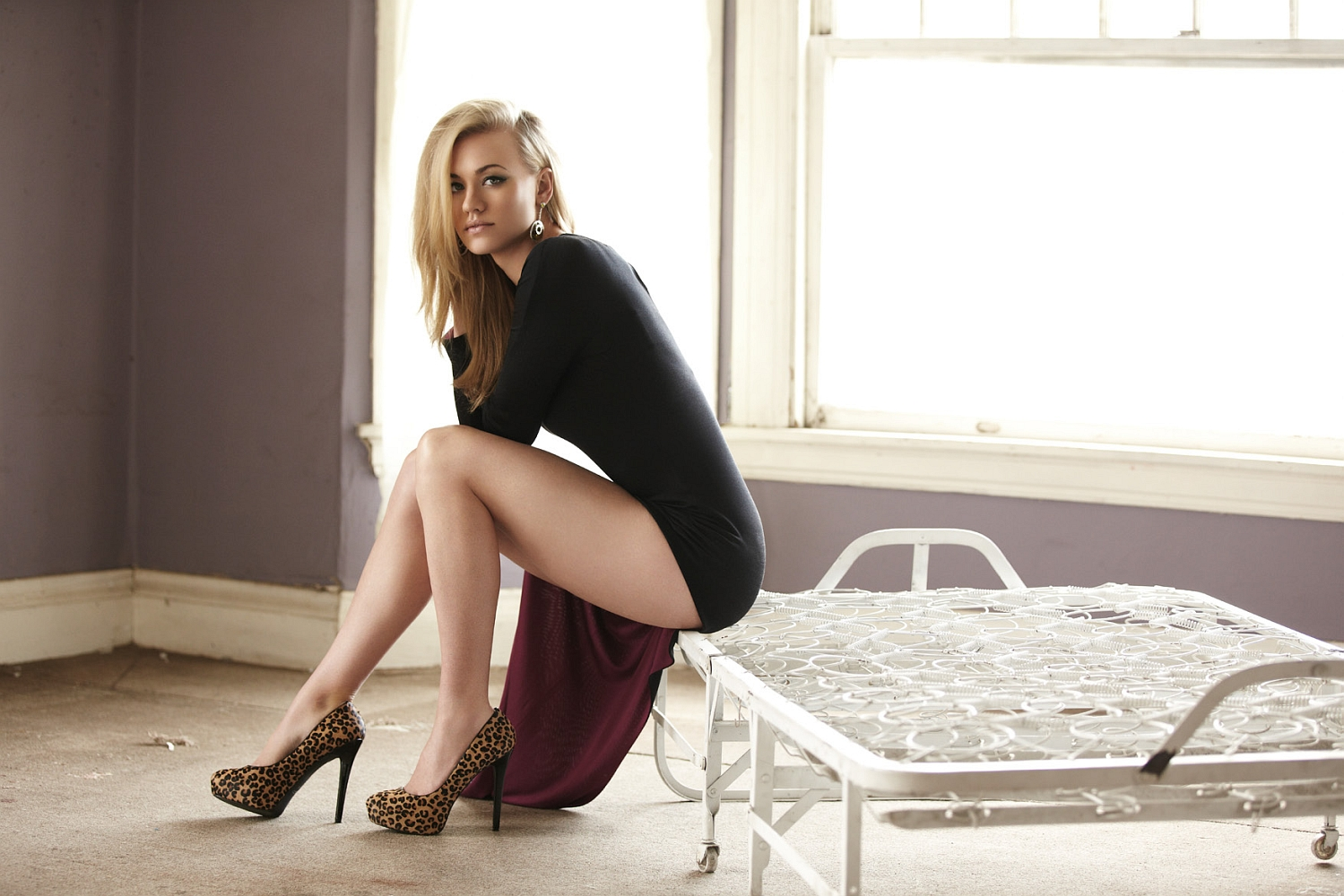Yvonne Strahovski Has Beautiful Legs in Sky High Heels | Only in ...