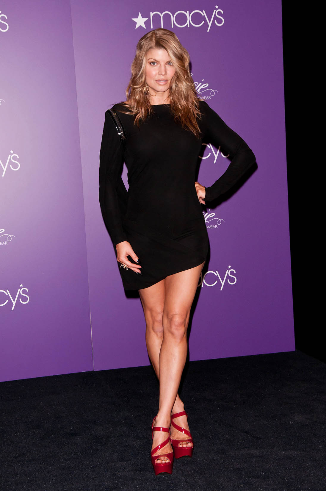 861650f1c3f Fergie Has Beautiful Legs in a Little Black Dress and Sky High Heels ...