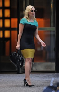 Elisha Cuthbert has great legs in high heels