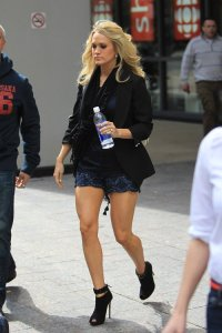 carrie underwood leggy in toronto