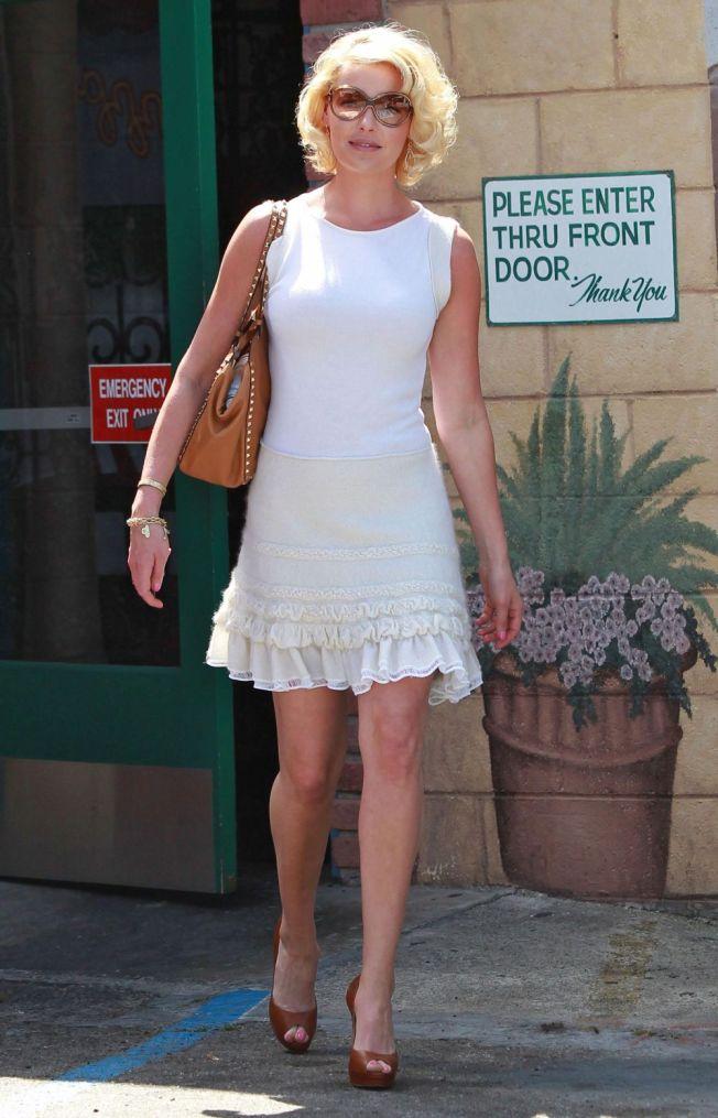 katherine heigl white dress and heels