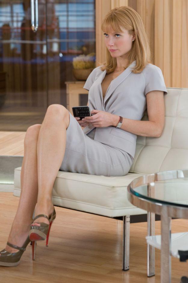 gwyneth paltrow leg cross