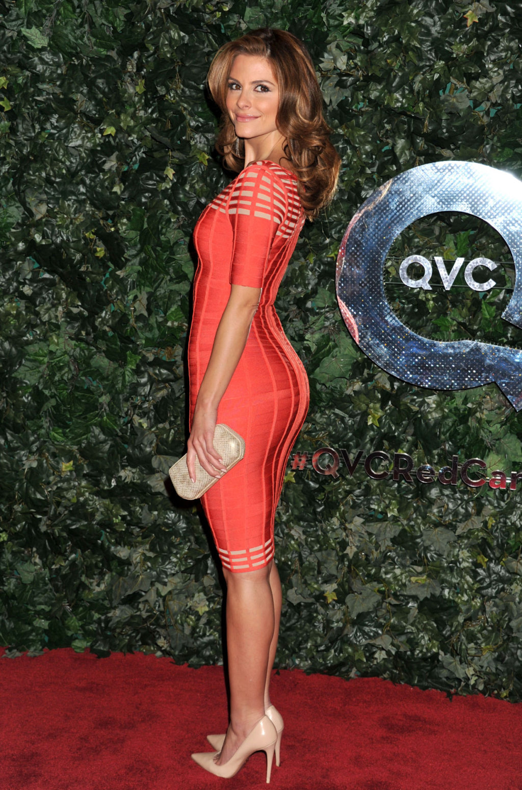 Maria Menounos Red Carpet Curves And Killer Legs In A Red Dress