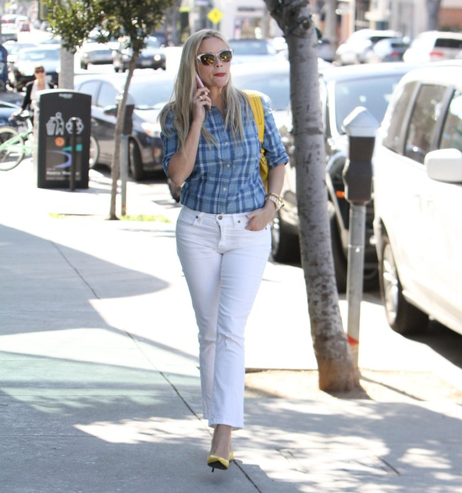 reese witherspoon skinny jeans and pumps